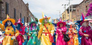 Brujas en la Fiesta de los Locos en San Miguel de Allende