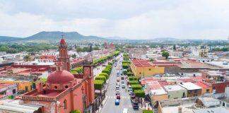 Avenida Juárez en San Juan del Río vista desde atrás del Santuario