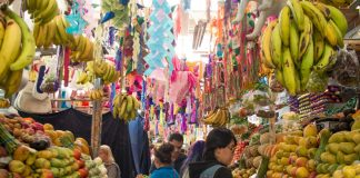 Pasillo de frutas Mercado La Cruz